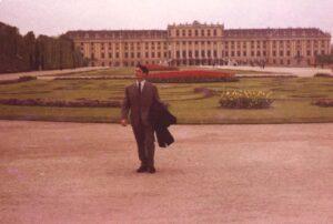 1967. Prva samostalna izložba u Beču